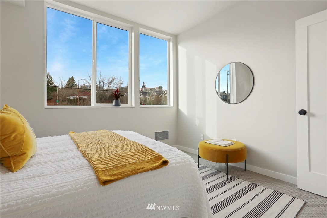Sold Property | 4614 Woodland Park Avenue N Seattle, WA 98103 12