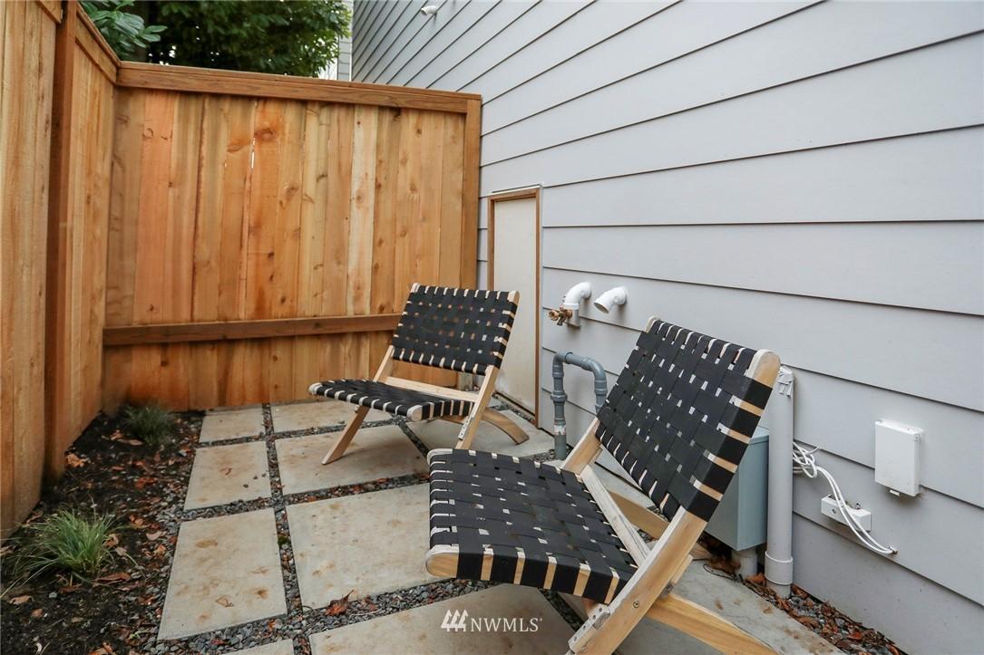 Sold Property | 4614 Woodland Park Avenue N Seattle, WA 98103 19