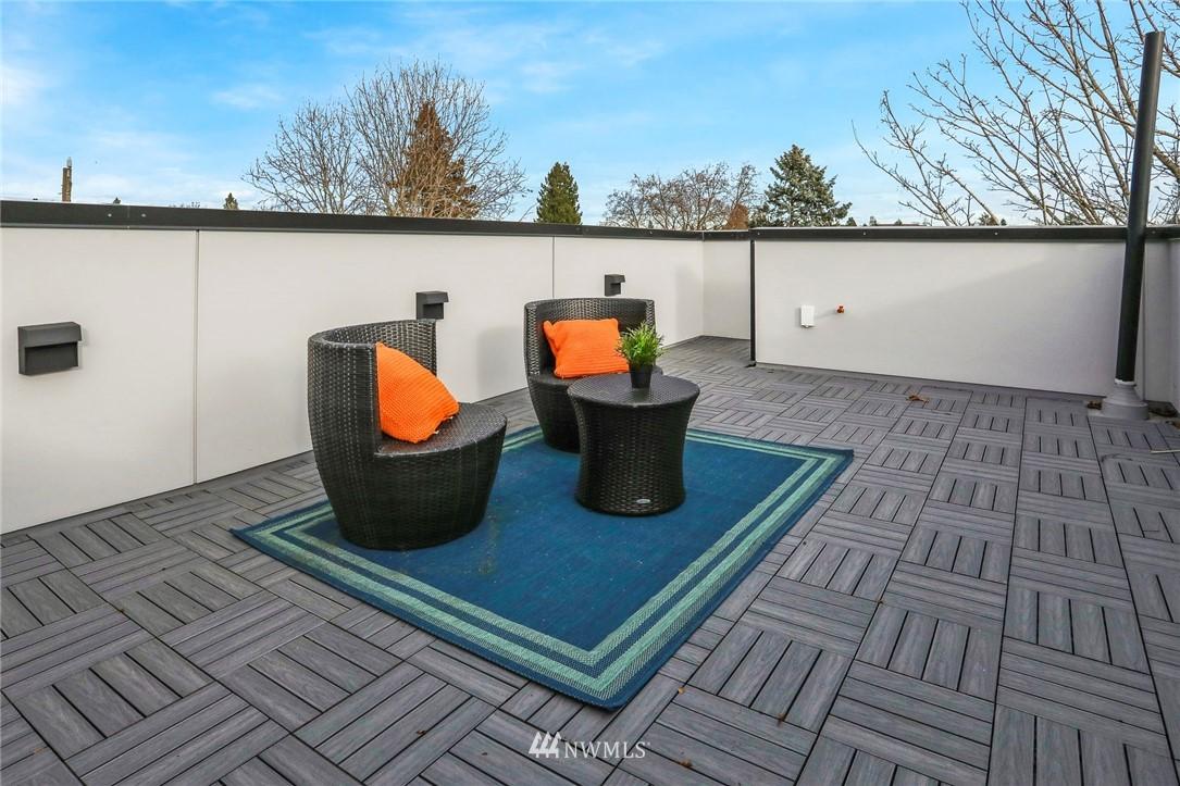 Sold Property | 4614 Woodland Park Avenue N Seattle, WA 98103 20