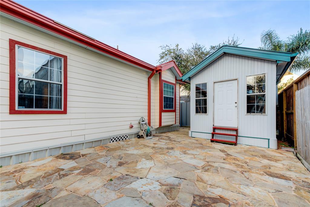 Off Market   5631 Petty Street Houston, Texas 77007 26