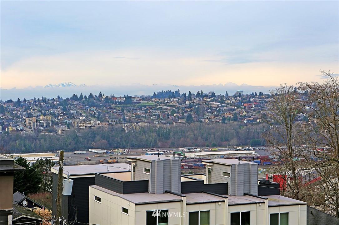 Sold Property | 1820 11th Avenue W #C Seattle, WA 98119 23