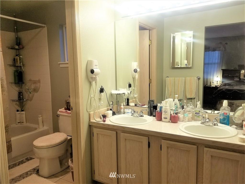 Sold Property | 12079 46th Avenue S Seattle, WA 98178 23