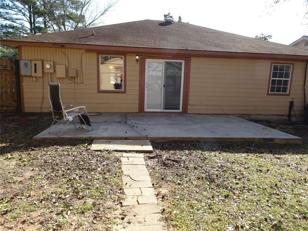 Pending | 15063 Starboard Drive Willis, Texas 77318 18