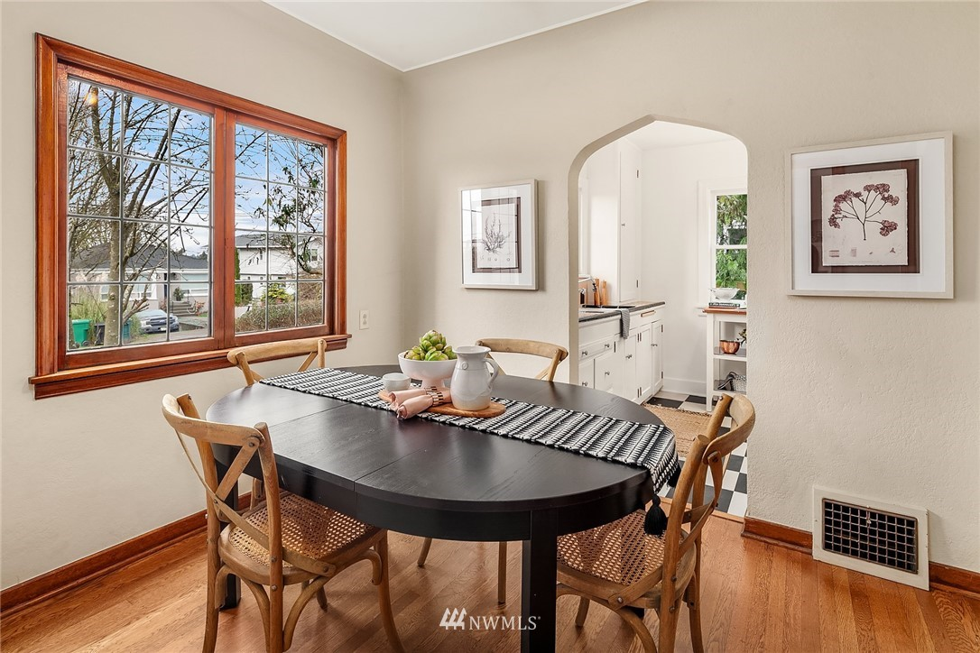 Sold Property | 9018 Phinney Avenue N Seattle, WA 98103 6