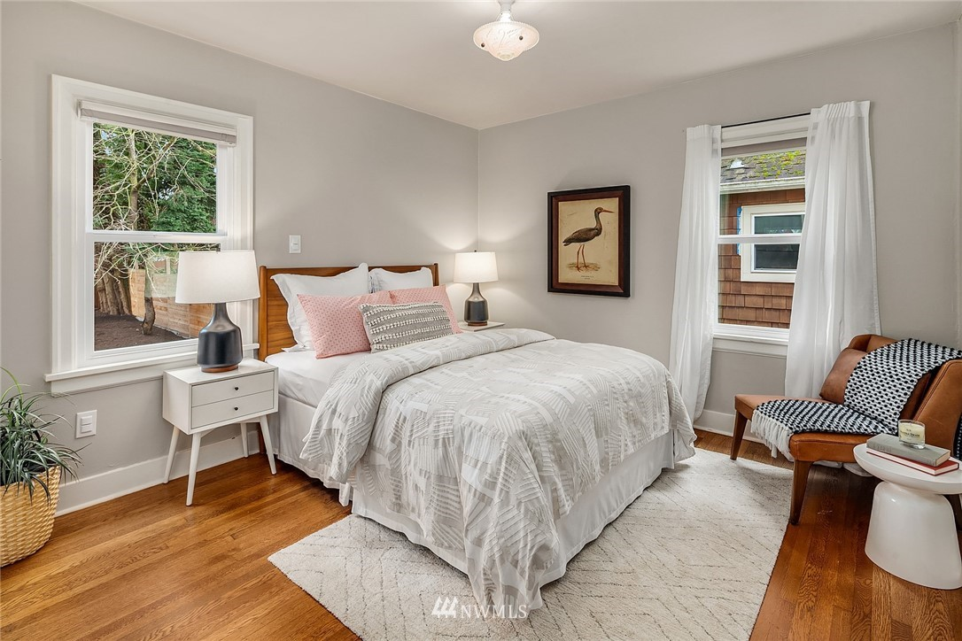 Sold Property | 9018 Phinney Avenue N Seattle, WA 98103 12