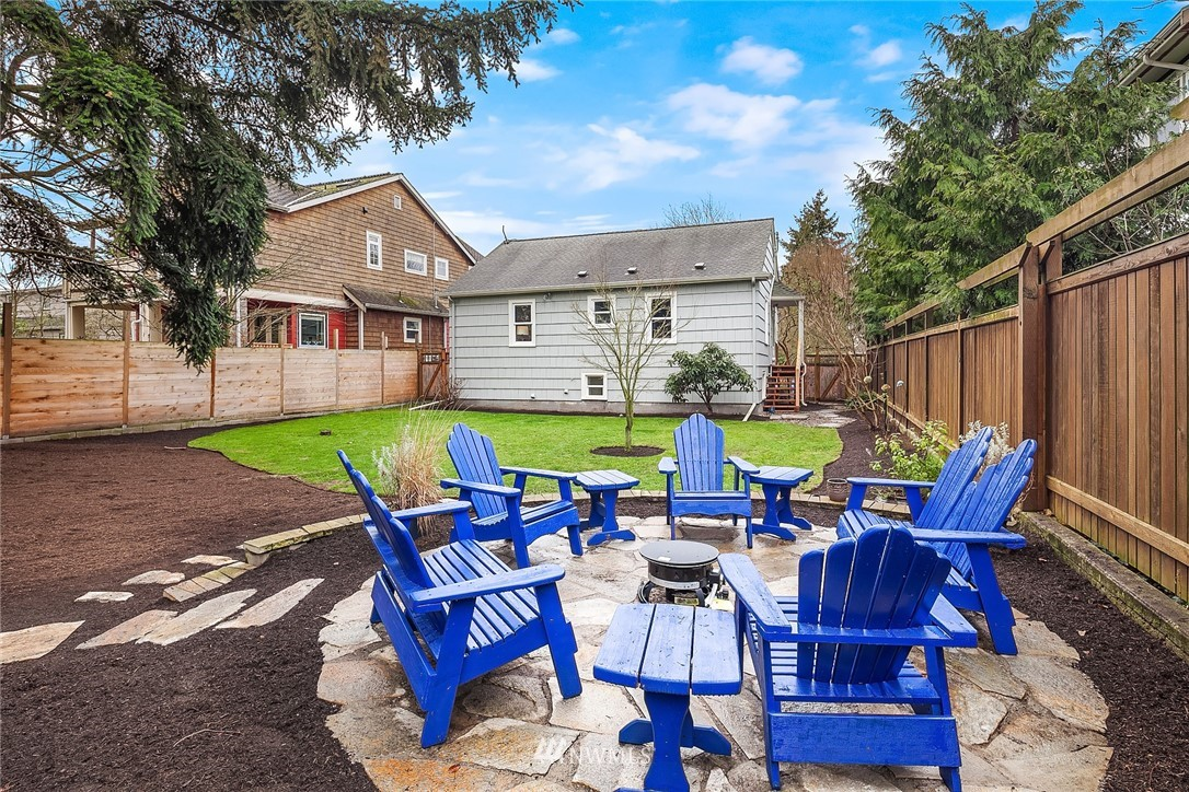 Sold Property | 9018 Phinney Avenue N Seattle, WA 98103 21