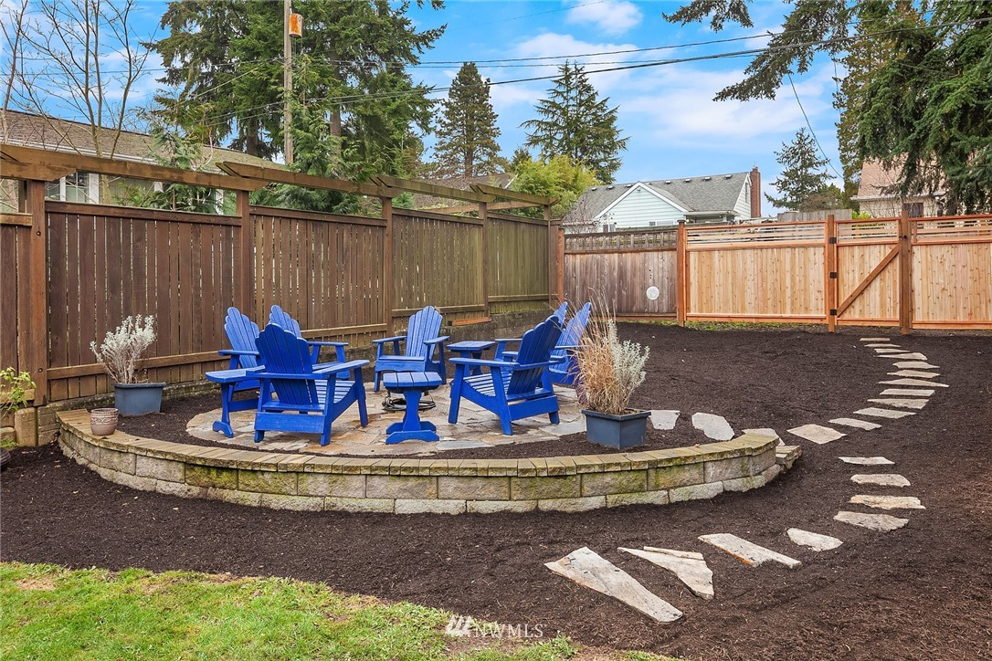 Sold Property | 9018 Phinney Avenue N Seattle, WA 98103 20
