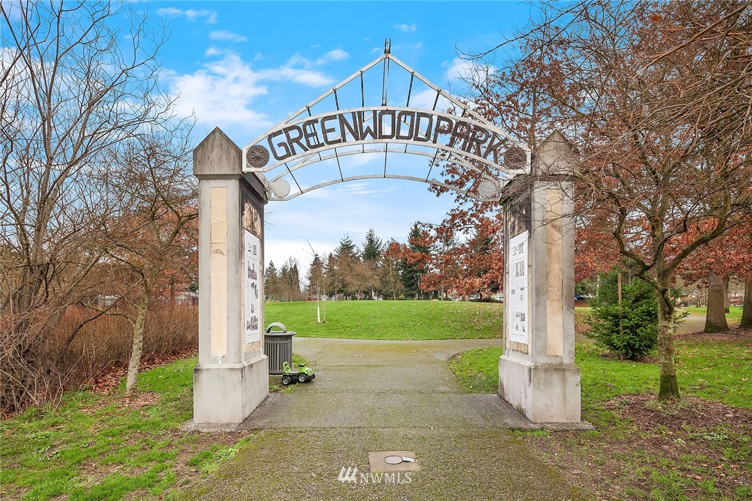 Sold Property | 9018 Phinney Avenue N Seattle, WA 98103 22