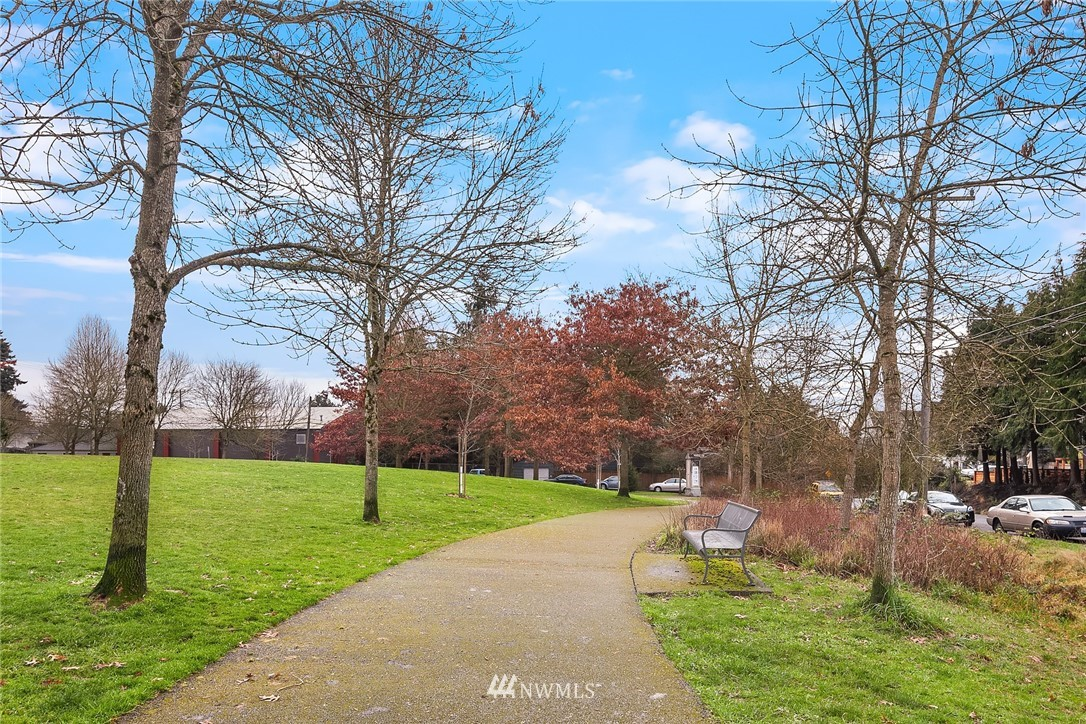 Sold Property | 9018 Phinney Avenue N Seattle, WA 98103 23