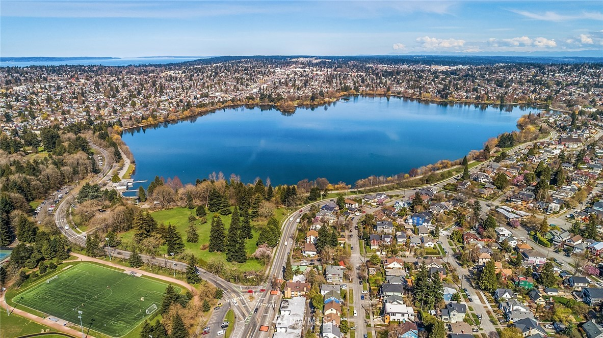 Sold Property | 9018 Phinney Avenue N Seattle, WA 98103 25