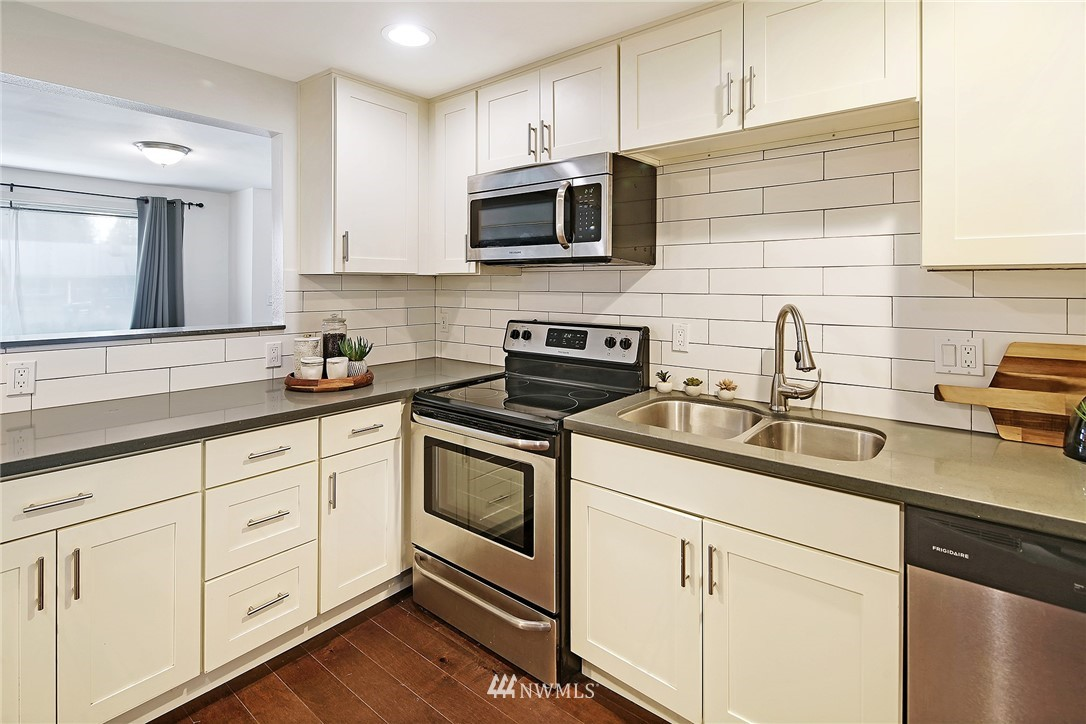 Sold Property   14316 20th Avenue NE Seattle, WA 98125 6