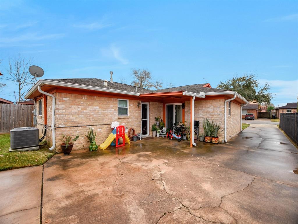 Off Market | 8835 Barton Street Houston, Texas 77075 28