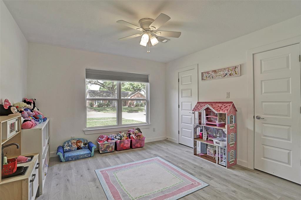 Off Market   5743 Cheltenham Drive Houston, Texas 77096 23