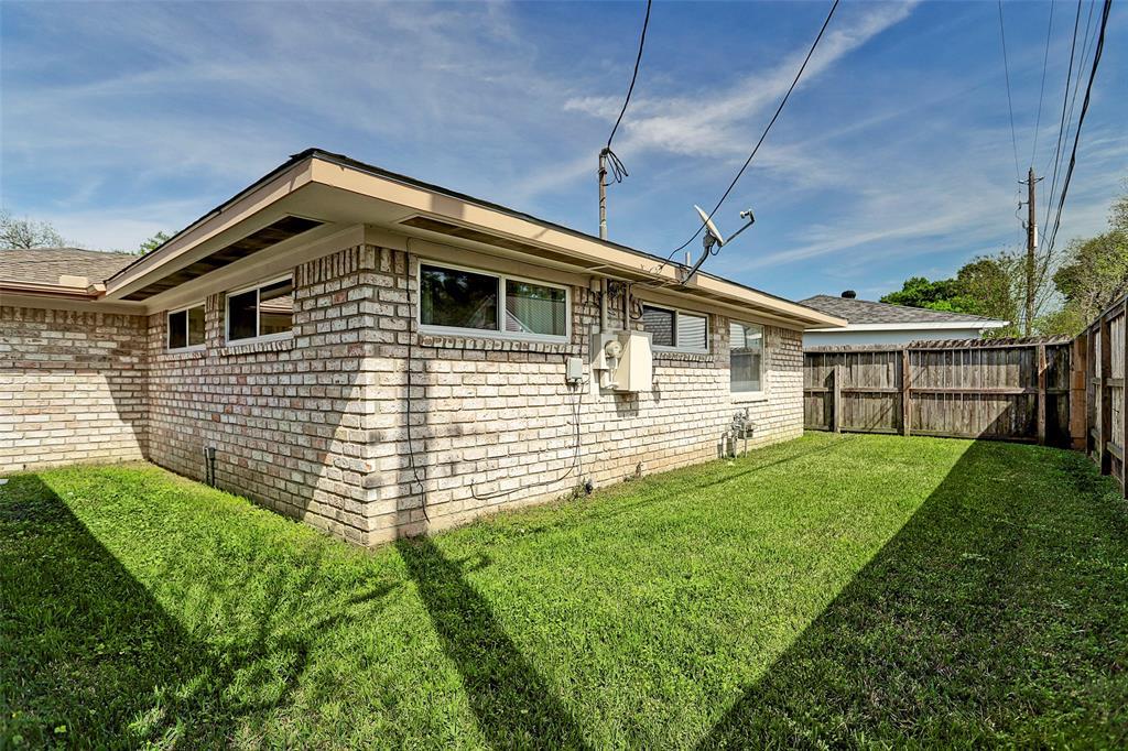 Off Market   5743 Cheltenham Drive Houston, Texas 77096 25
