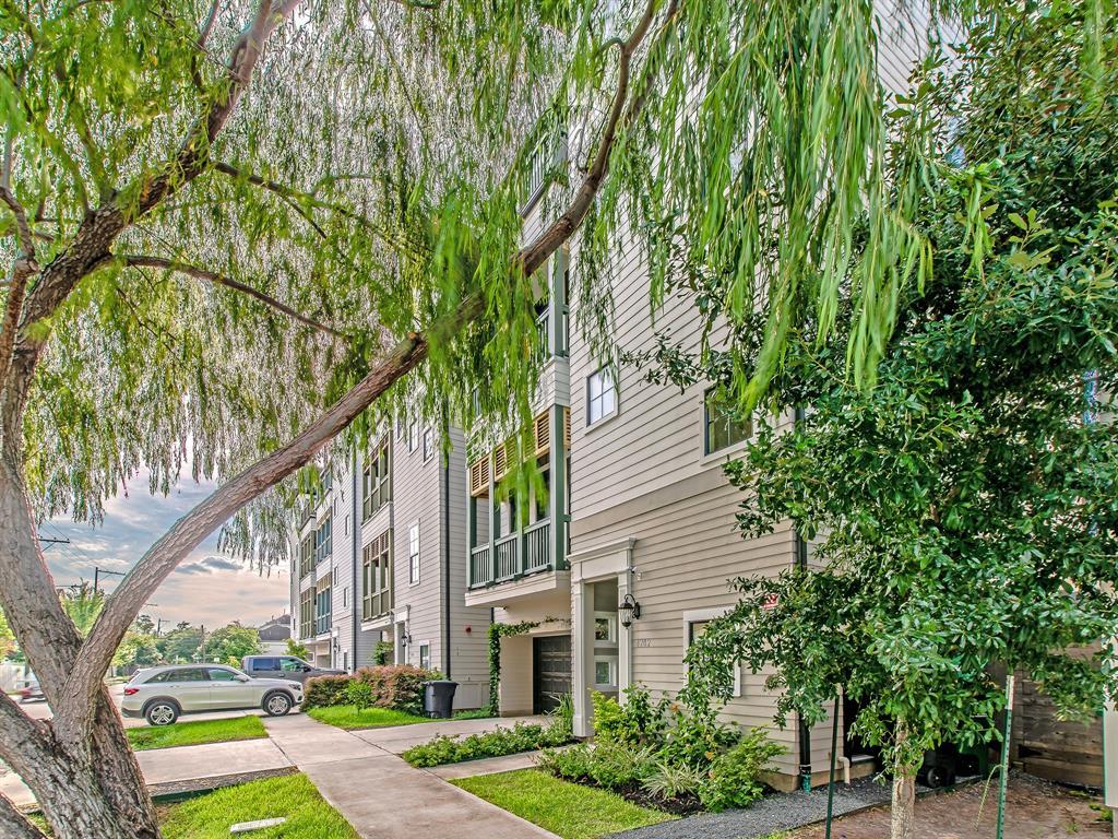 Pending | 4202 Eigel Street Houston, Texas 77007 9