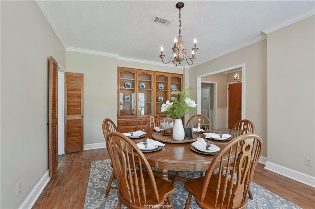 Pending | 8716 Bent Tree Drive College Station, TX 77845-5546 3