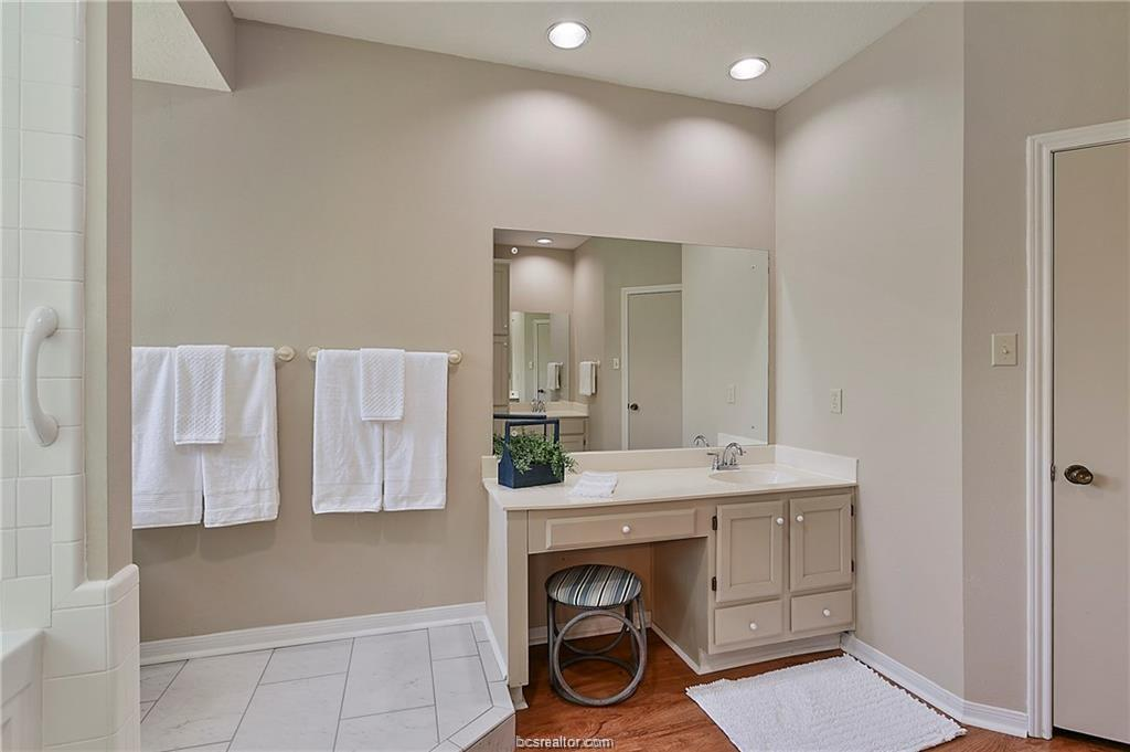 Pending | 8716 Bent Tree Drive College Station, TX 77845-5546 19