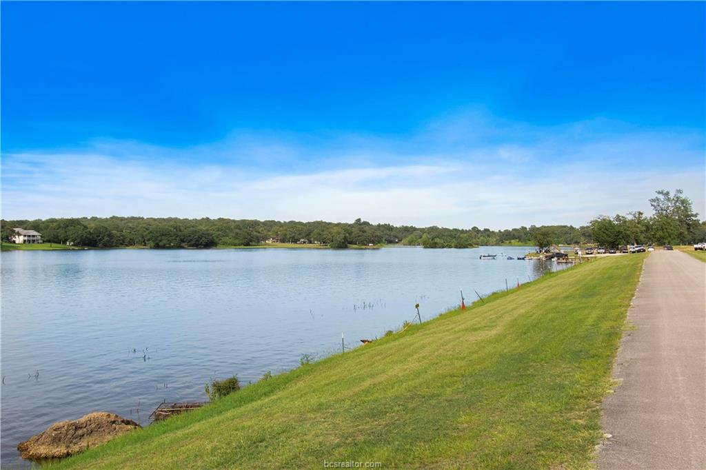Closed | 51 Trailride Hilltop Lakes, TX 77871 2