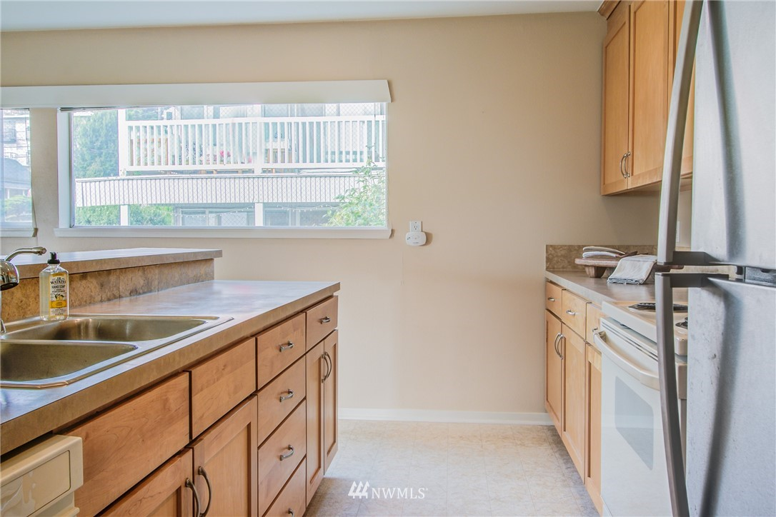 Sold Property | 2324 W Newton #301 Seattle, WA 98199 10