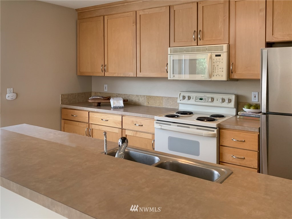 Sold Property | 2324 W Newton #301 Seattle, WA 98199 14