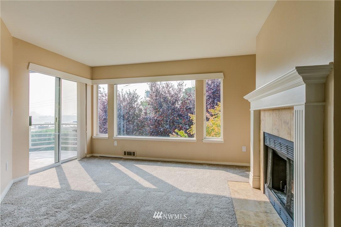Sold Property | 2324 W Newton #301 Seattle, WA 98199 18