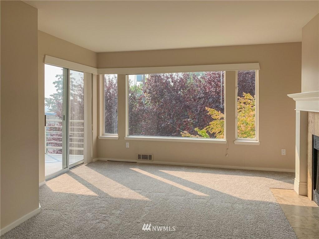 Sold Property | 2324 W Newton #301 Seattle, WA 98199 19