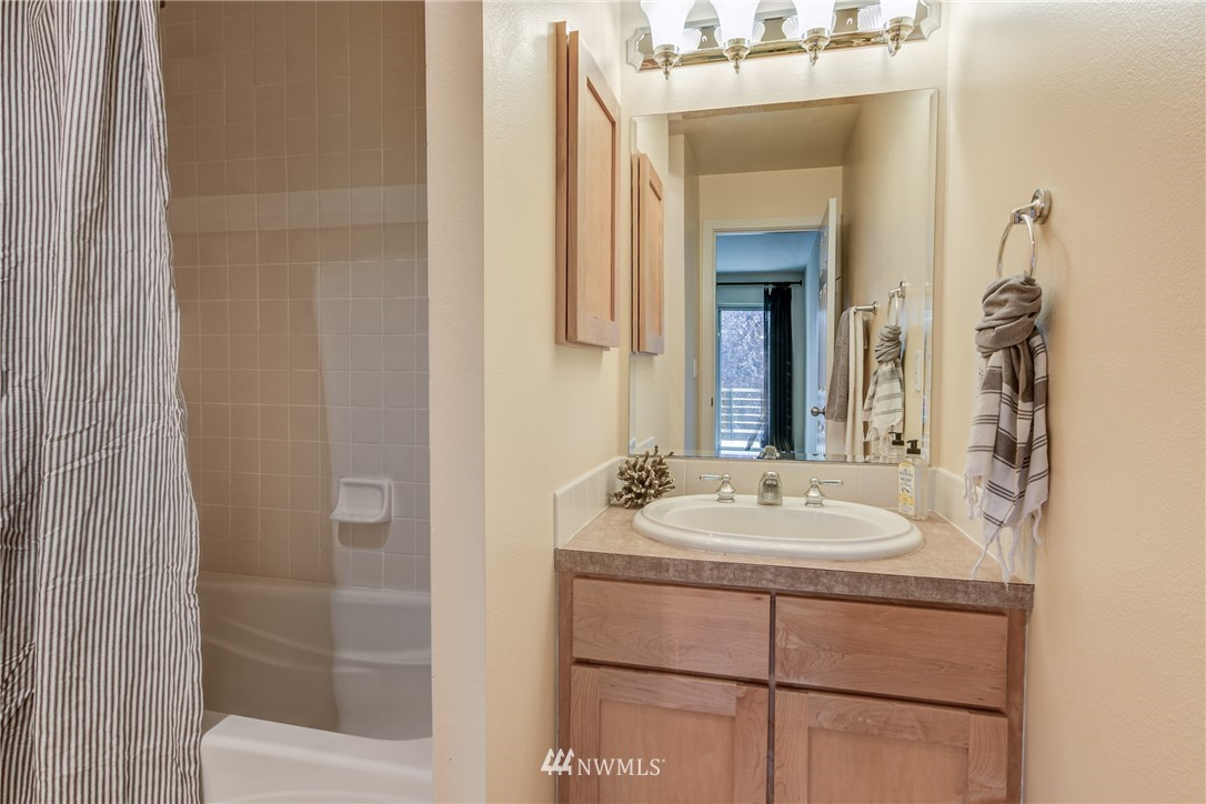 Sold Property | 2324 W Newton #301 Seattle, WA 98199 23