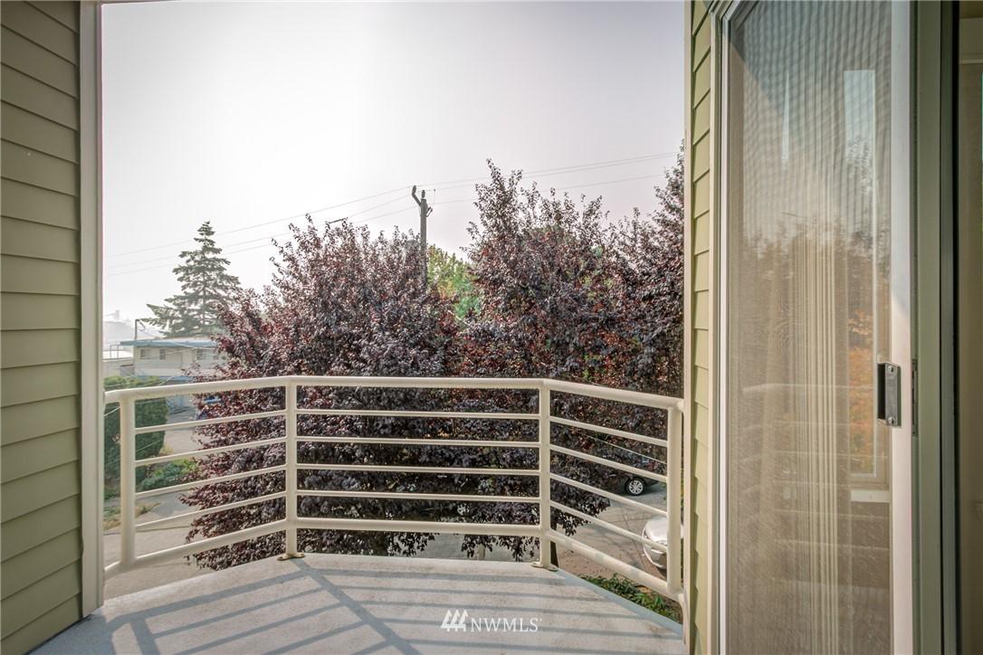 Sold Property | 2324 W Newton #301 Seattle, WA 98199 27