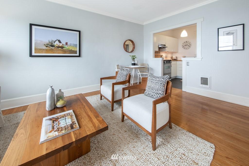 Sold Property | 214 Summit Avenue E #402 Seattle, WA 98102 5