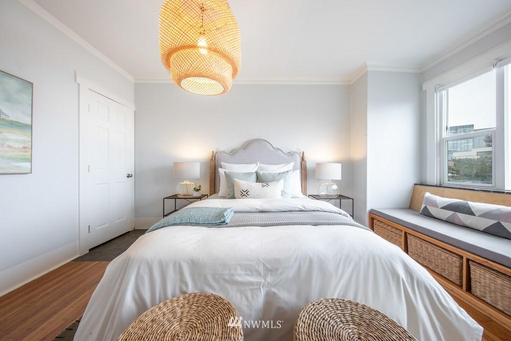 Sold Property | 214 Summit Avenue E #402 Seattle, WA 98102 12