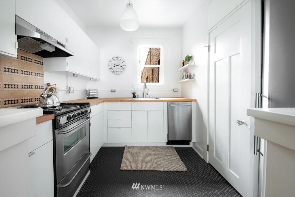 Sold Property | 214 Summit Avenue E #402 Seattle, WA 98102 15