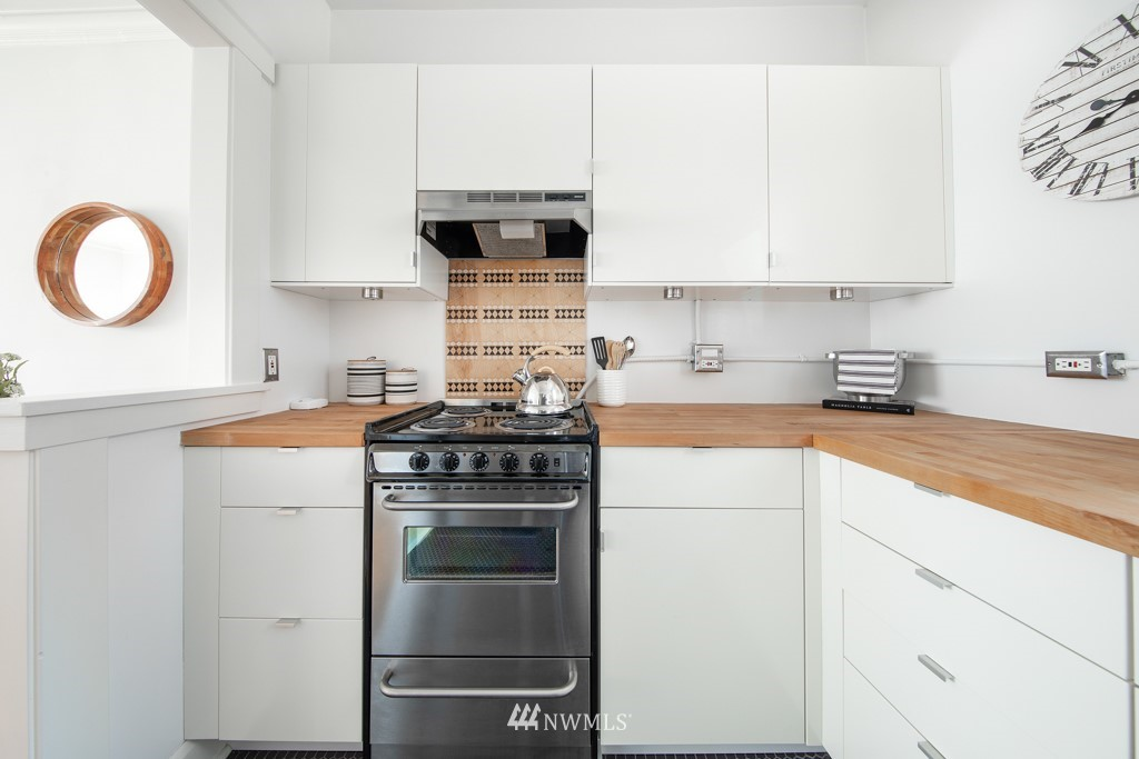 Sold Property | 214 Summit Avenue E #402 Seattle, WA 98102 17