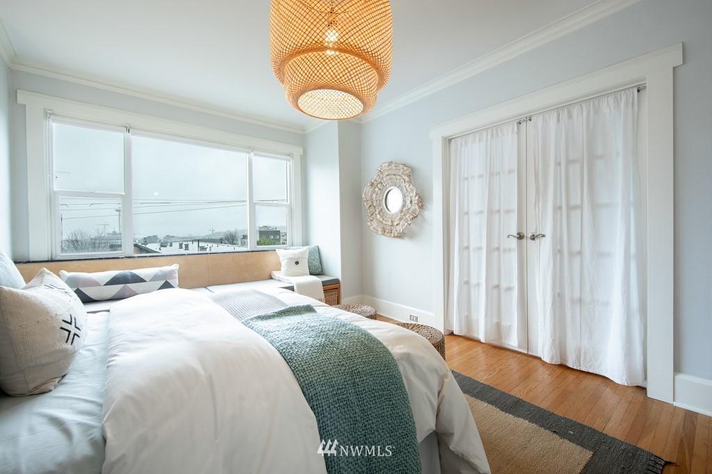 Sold Property | 214 Summit Avenue E #402 Seattle, WA 98102 21