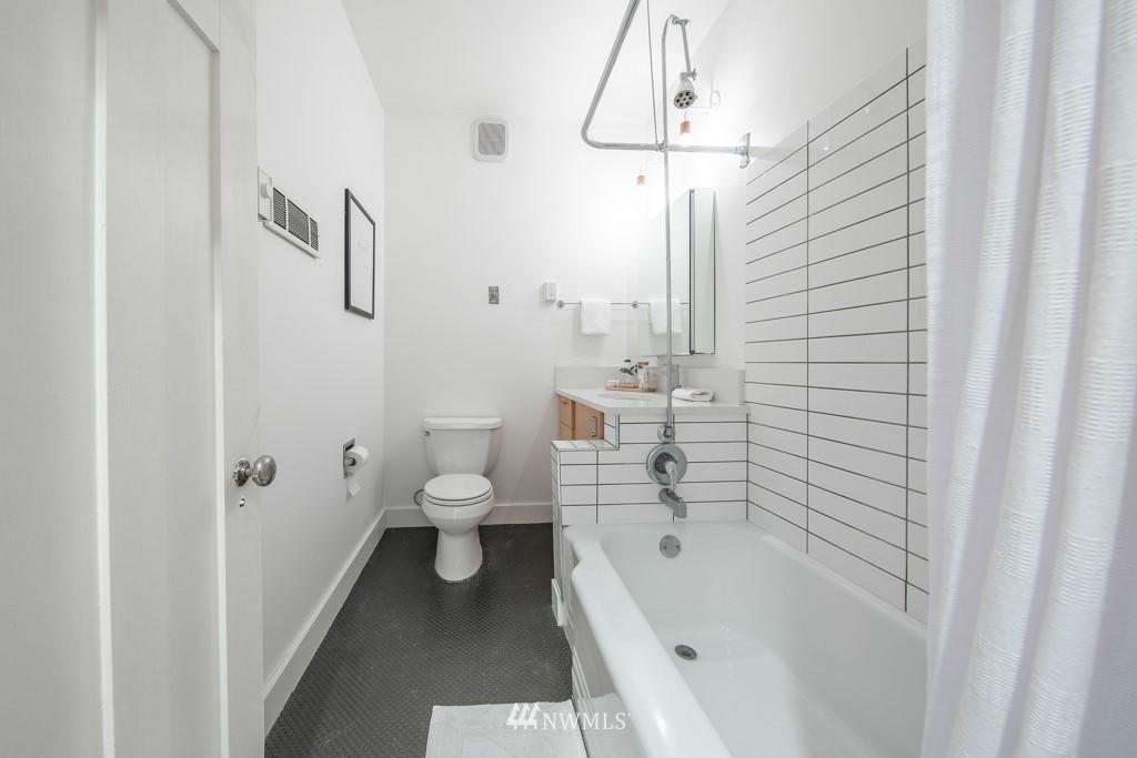 Sold Property | 214 Summit Avenue E #402 Seattle, WA 98102 24