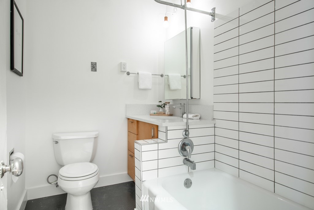 Sold Property | 214 Summit Avenue E #402 Seattle, WA 98102 25