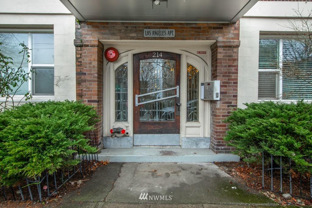 Sold Property | 214 Summit Avenue E #402 Seattle, WA 98102 28
