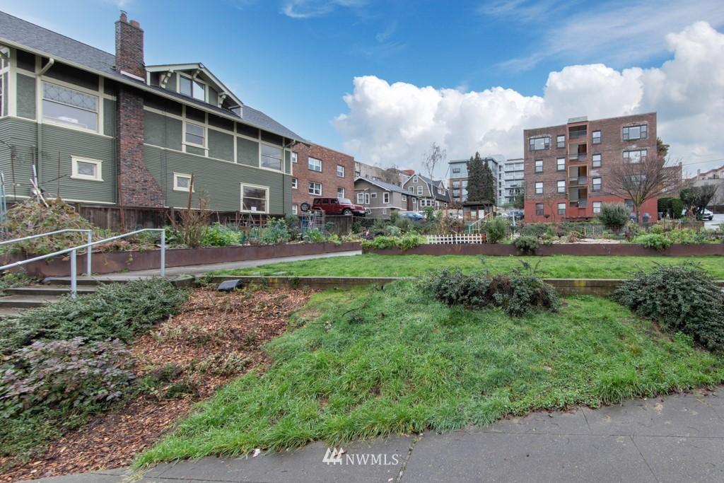 Sold Property | 214 Summit Avenue E #402 Seattle, WA 98102 30