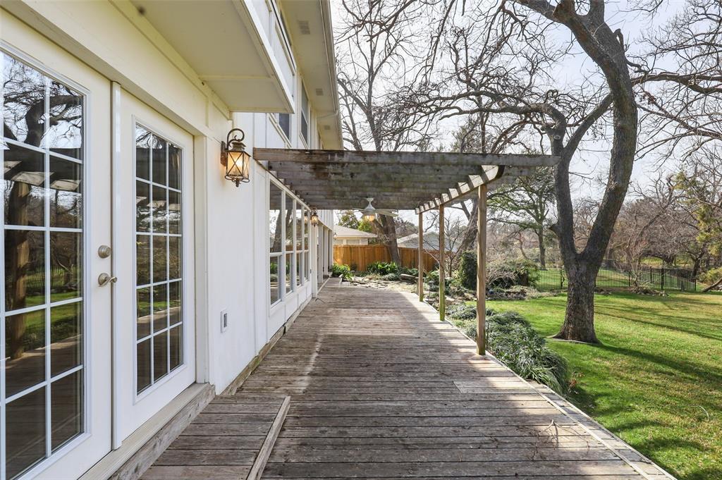Pending | 10135 Timber Trail Drive Dallas, Texas 75229 27