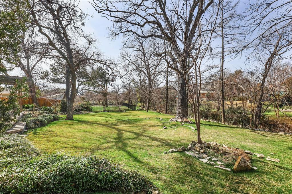 Pending | 10135 Timber Trail Drive Dallas, Texas 75229 28