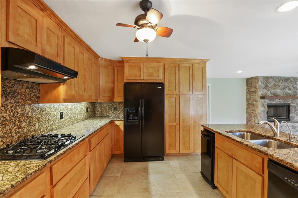 Pending | 10135 Timber Trail Drive Dallas, Texas 75229 5