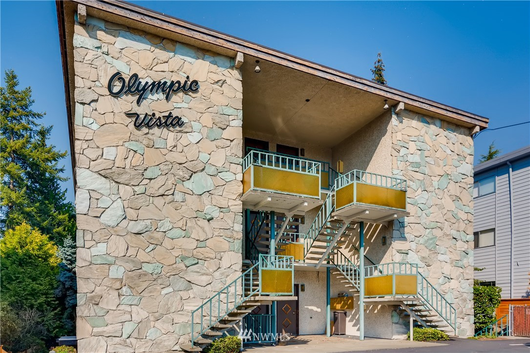 Sold Property   11515 Greenwood Avenue N #F Seattle, WA 98133 0