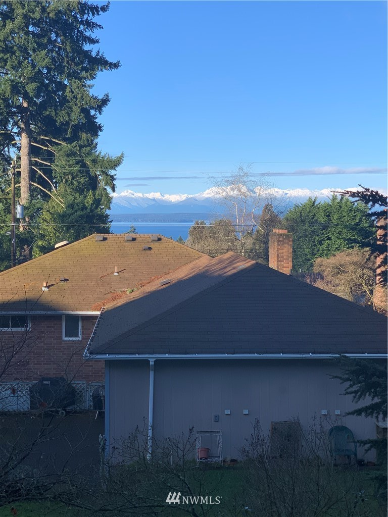 Sold Property   11515 Greenwood Avenue N #F Seattle, WA 98133 1