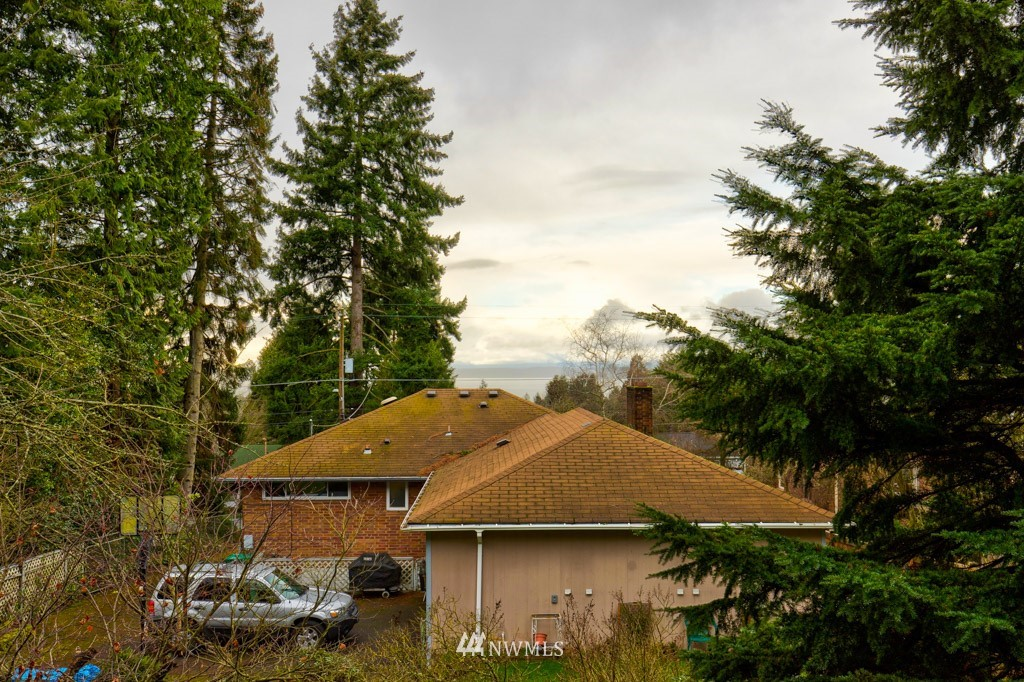 Sold Property   11515 Greenwood Avenue N #F Seattle, WA 98133 2