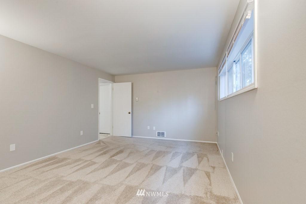 Sold Property   11515 Greenwood Avenue N #F Seattle, WA 98133 7