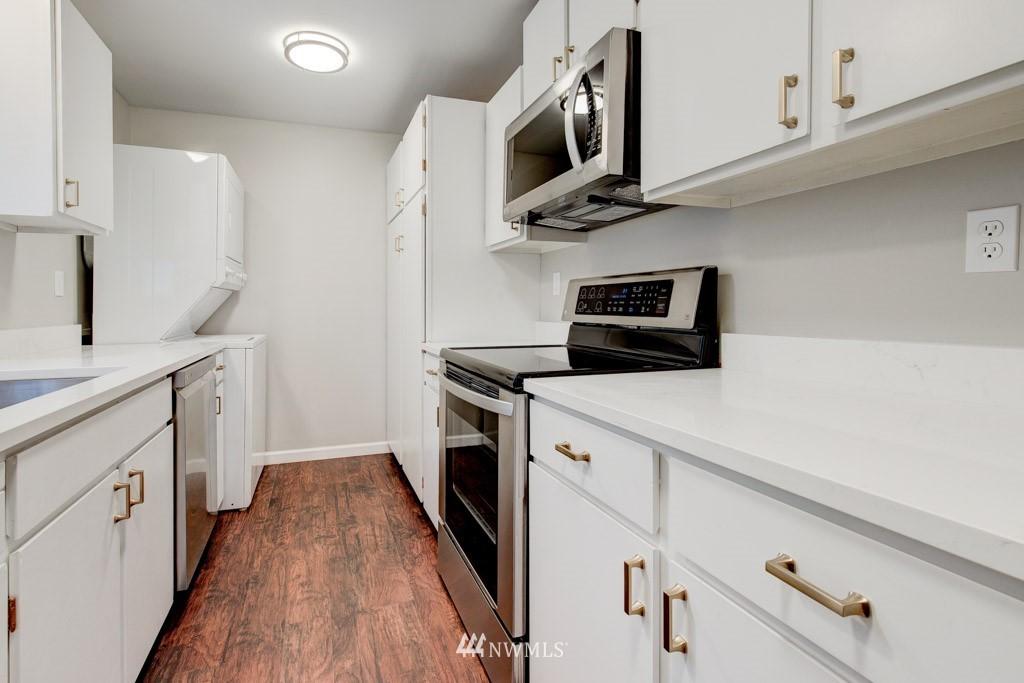 Sold Property   11515 Greenwood Avenue N #F Seattle, WA 98133 9