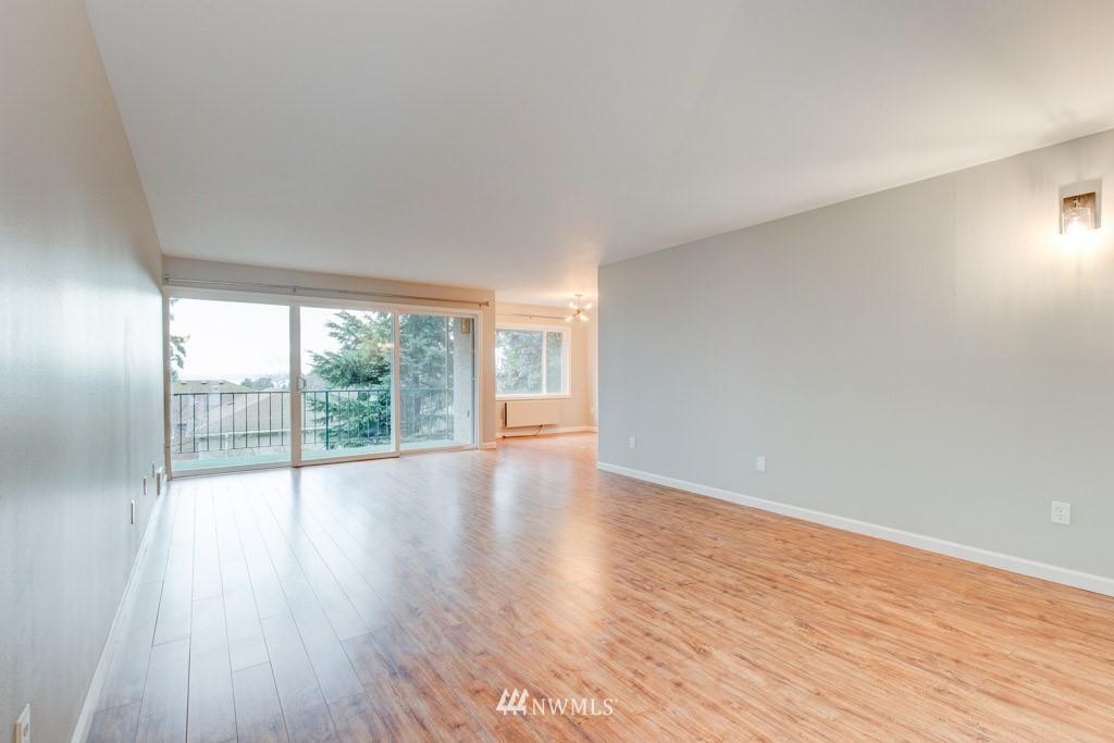Sold Property   11515 Greenwood Avenue N #F Seattle, WA 98133 10