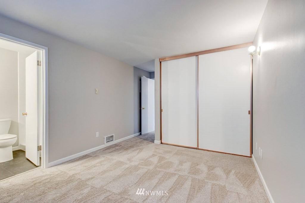 Sold Property   11515 Greenwood Avenue N #F Seattle, WA 98133 14