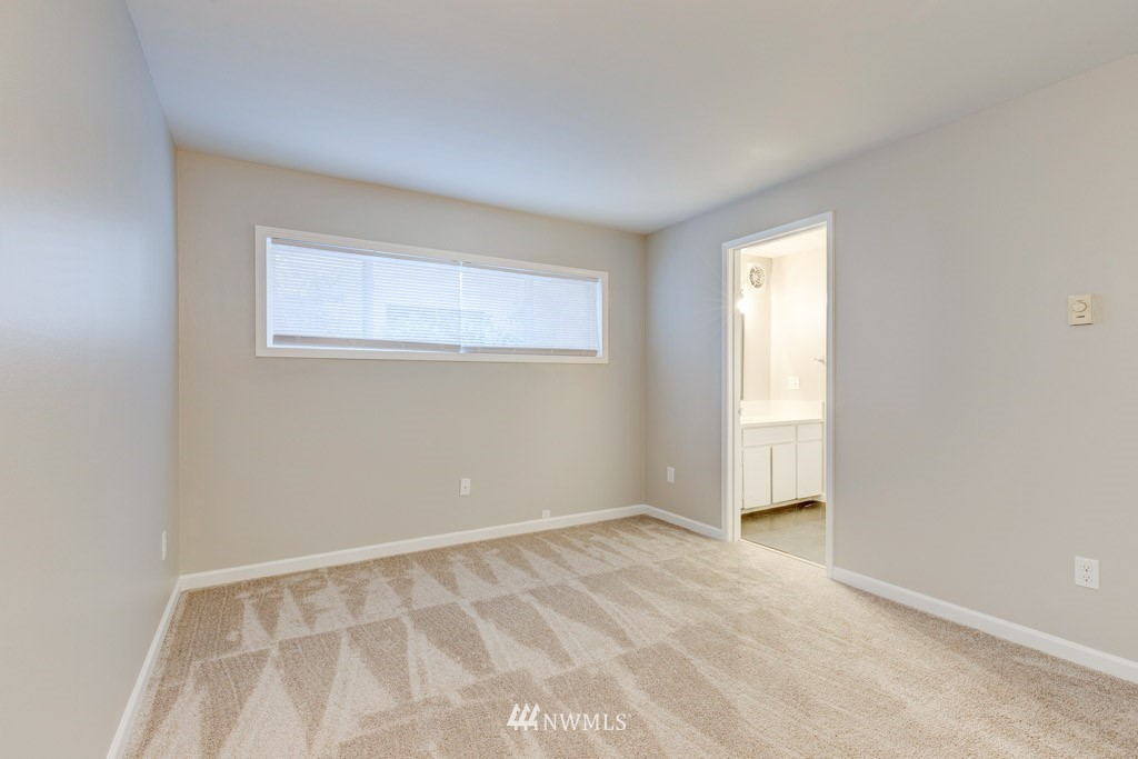 Sold Property   11515 Greenwood Avenue N #F Seattle, WA 98133 15