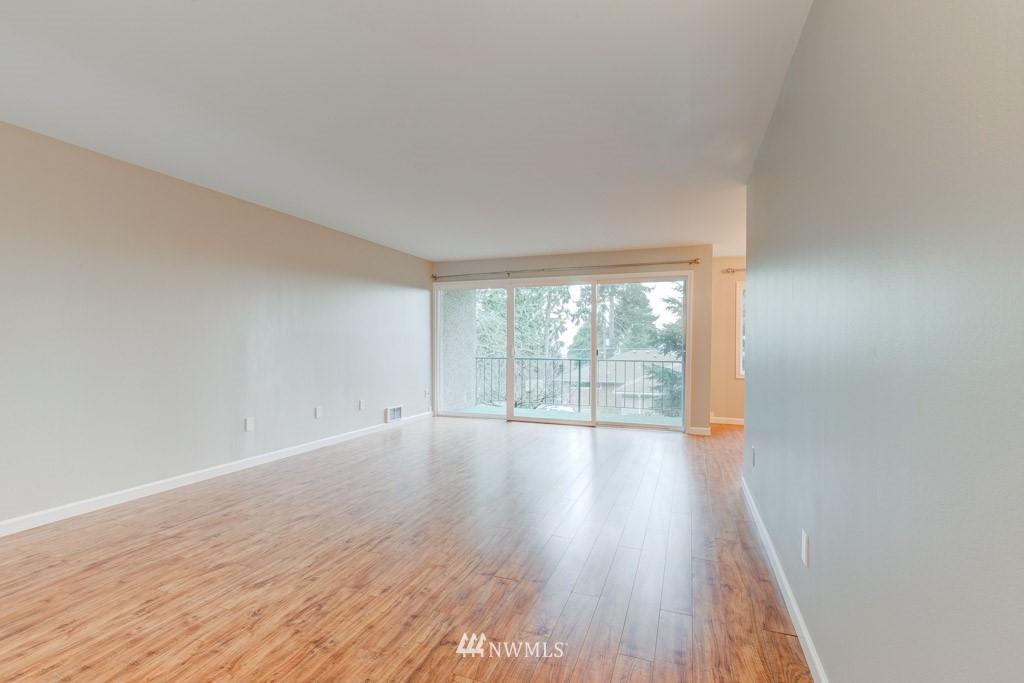 Sold Property   11515 Greenwood Avenue N #F Seattle, WA 98133 16