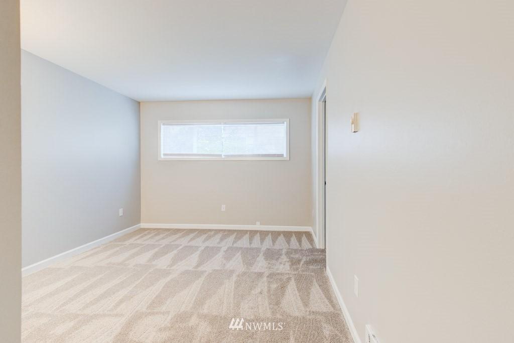 Sold Property   11515 Greenwood Avenue N #F Seattle, WA 98133 18